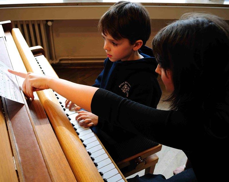 W. HOFFAMANN Vision Klavier V 112 schwarz poliert